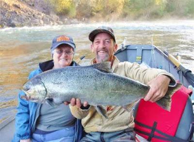 Rogue-river-salmon-fishing-guide