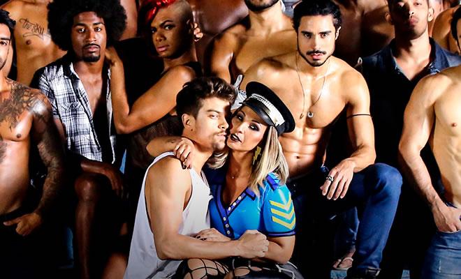 Valesca Popozuda lança novo clipe 'Viado' com homens pelados e beijo na boca