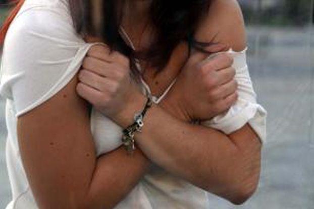 Φρίκη από αρρωστημένα μυαλά: Μητέρα -τέρας έβγαζε στο «κλαρί» την κορη της με νοητική στέρηση!- Η Αστυνομία «καρφώνει» το Γρ. Ευημερίας