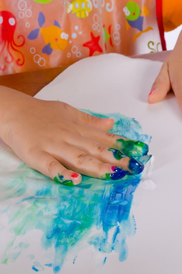 Make taste-safe paint for kids using kool-aid!  This easy recipe is great for babies and toddlers and smells amazing! #koolaidpaintingforkids #koolaidpaint #koolaidfingerpaint #fingerpainting #fingerpaintrecipe #tastesafepaint #ediblepaint #paintrecipe #growingajeweledrose