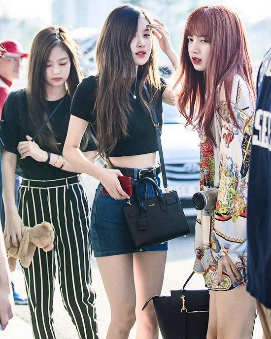 new2 - Blackpink Rose Airport Style