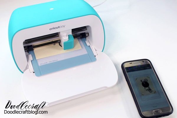 The Cricut Joy cutting machine comes with a cutting blade for powerful cutting and card making.