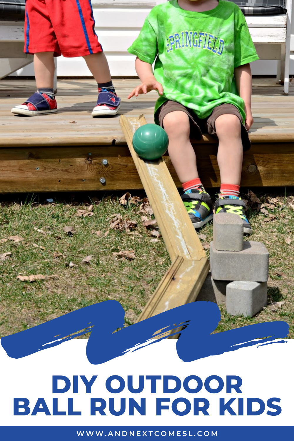 DIY outdoor ball run for kids: find out how to make a ball run with loose parts and scrap wood in the backyard
