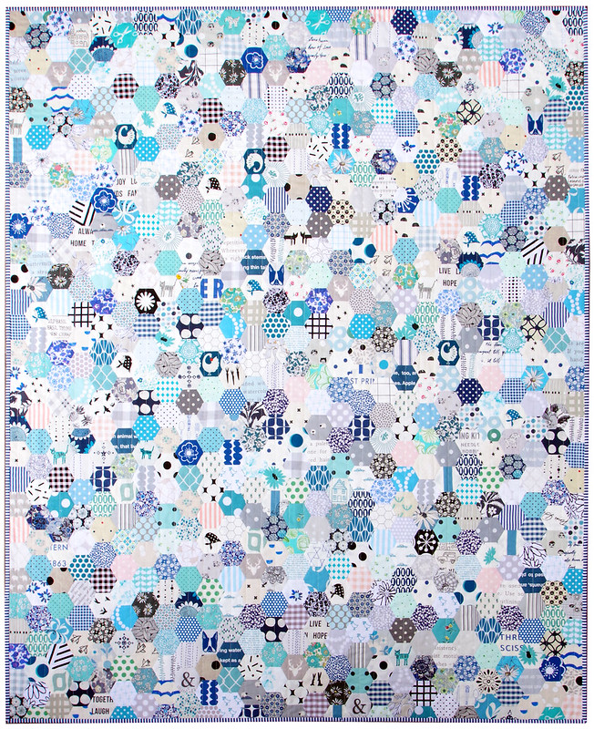 Hexagon Stash Buster Quilt in Blues - English Paper Piecing | © Red Pepper Quilts 2020 #hexagonquilt