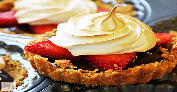 Strawberry S'mores Tartlets Recipe