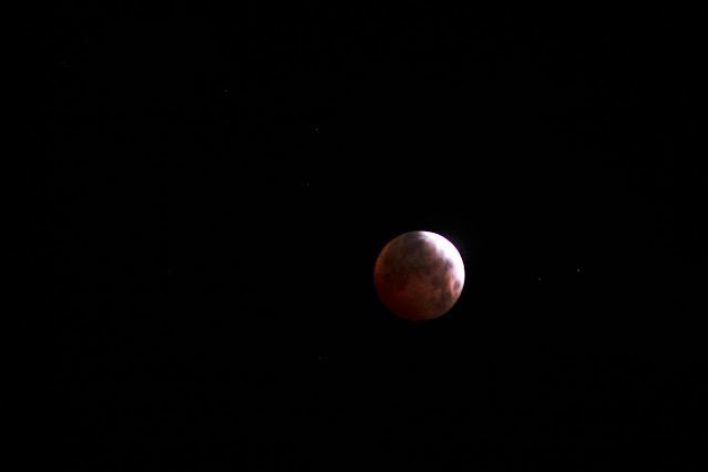 Pre-eclipse image, 4:01 am, DSLR, 300mm, 1 second exposure (Source: Palmia Observatory)