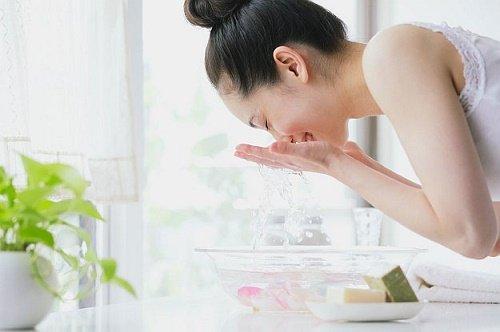 Rửa mặt làm sạch thường xuyên