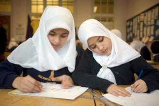 Cerita Pendek Anak Tiga Bahasa (Indonesia-Sunda-Inggris) Sahabat Pena-Sobat Nulis-Pen Pal