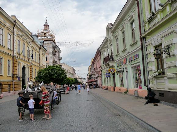 Черновцы. Улица Ольги Кобылянской и карета