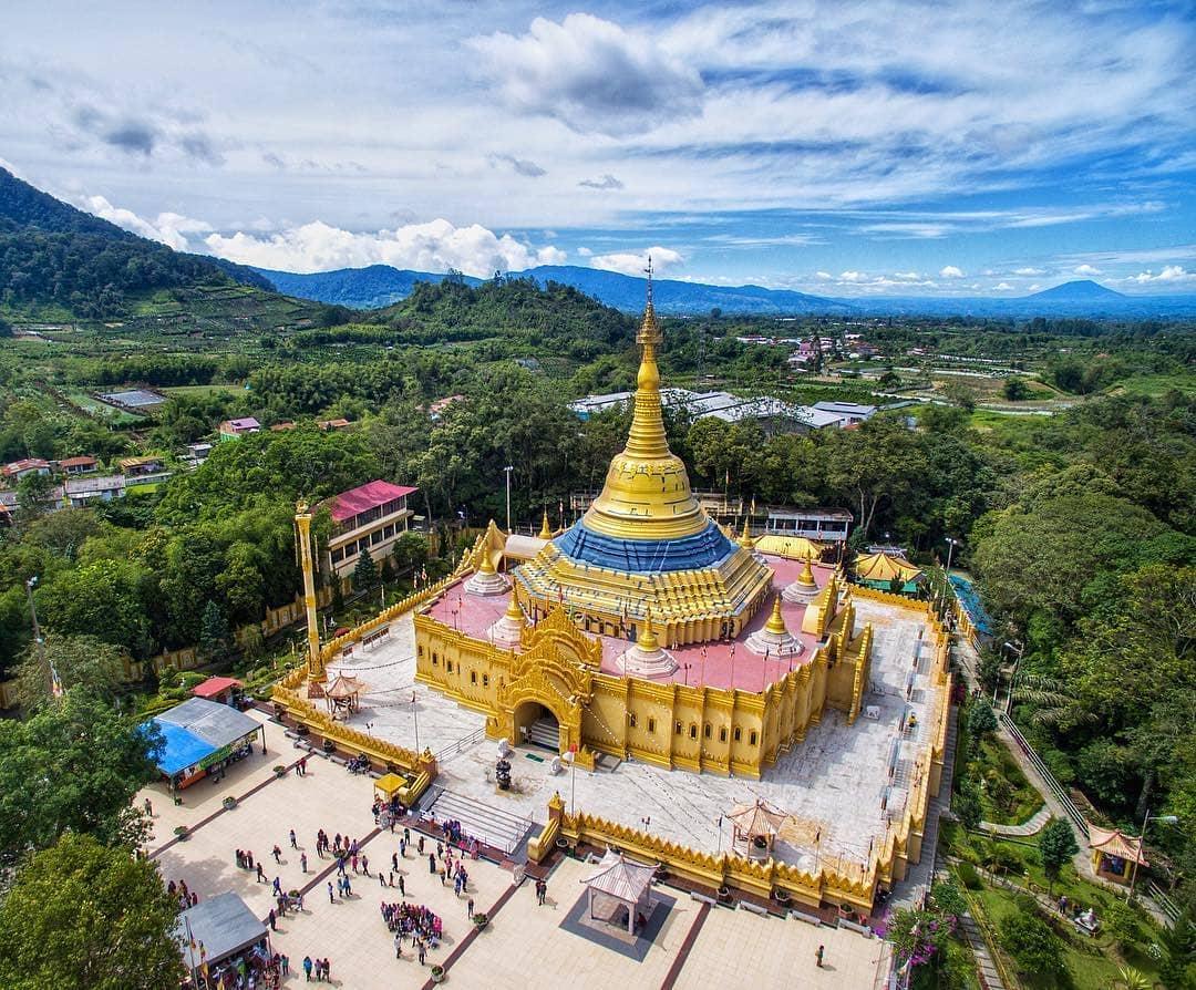 pagoda berastagi