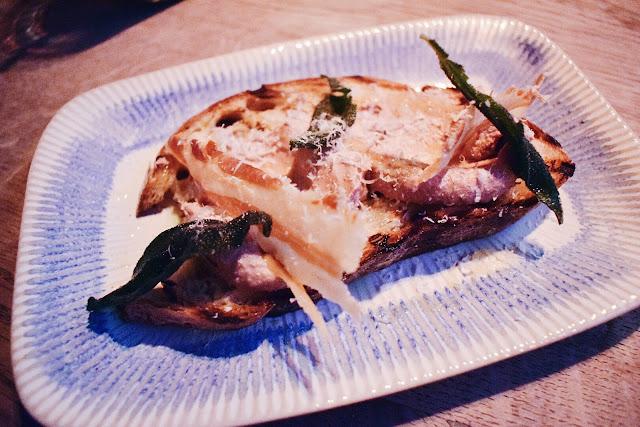 Jamies Italian Silky pâté bruschetta