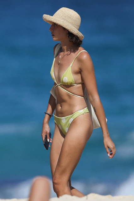 Vanessa Valladares – Spotted at the beach in Sydney