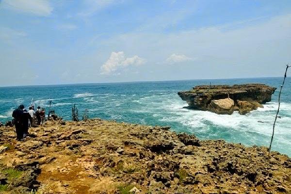 Pantai Timang Yogyakarta