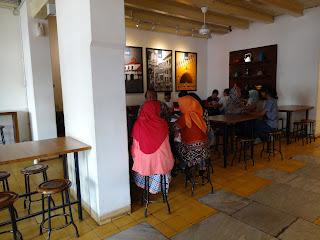 Lantai Bawah Halaman Depan Tekodeko Koffiehuis