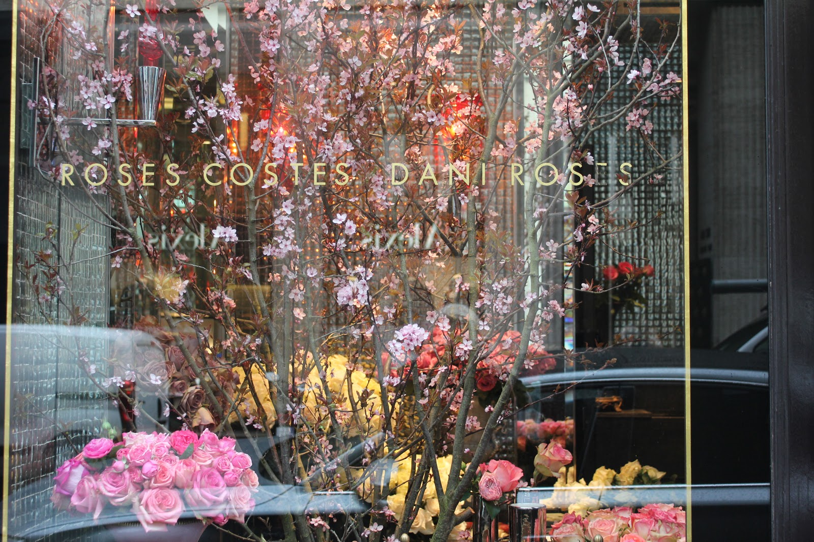 My american french life paris mini city guide i walked down the rue st honor and there were more flowers than i thought possible the beautiful flower shops in paris are unsurpassed in my opinion izmirmasajfo