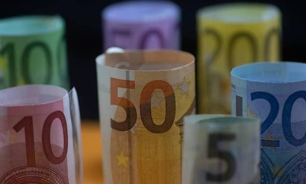 Έκτακτη οικονομική ενίσχυση 900 ευρώ: Ποιοι θα πάρουν διπλό «δώρο» τα Χριστούγεννα