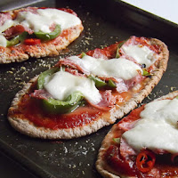 http://www.bakingsecrets.lt/2015/09/pitos-pica-pitta-pizzas.html