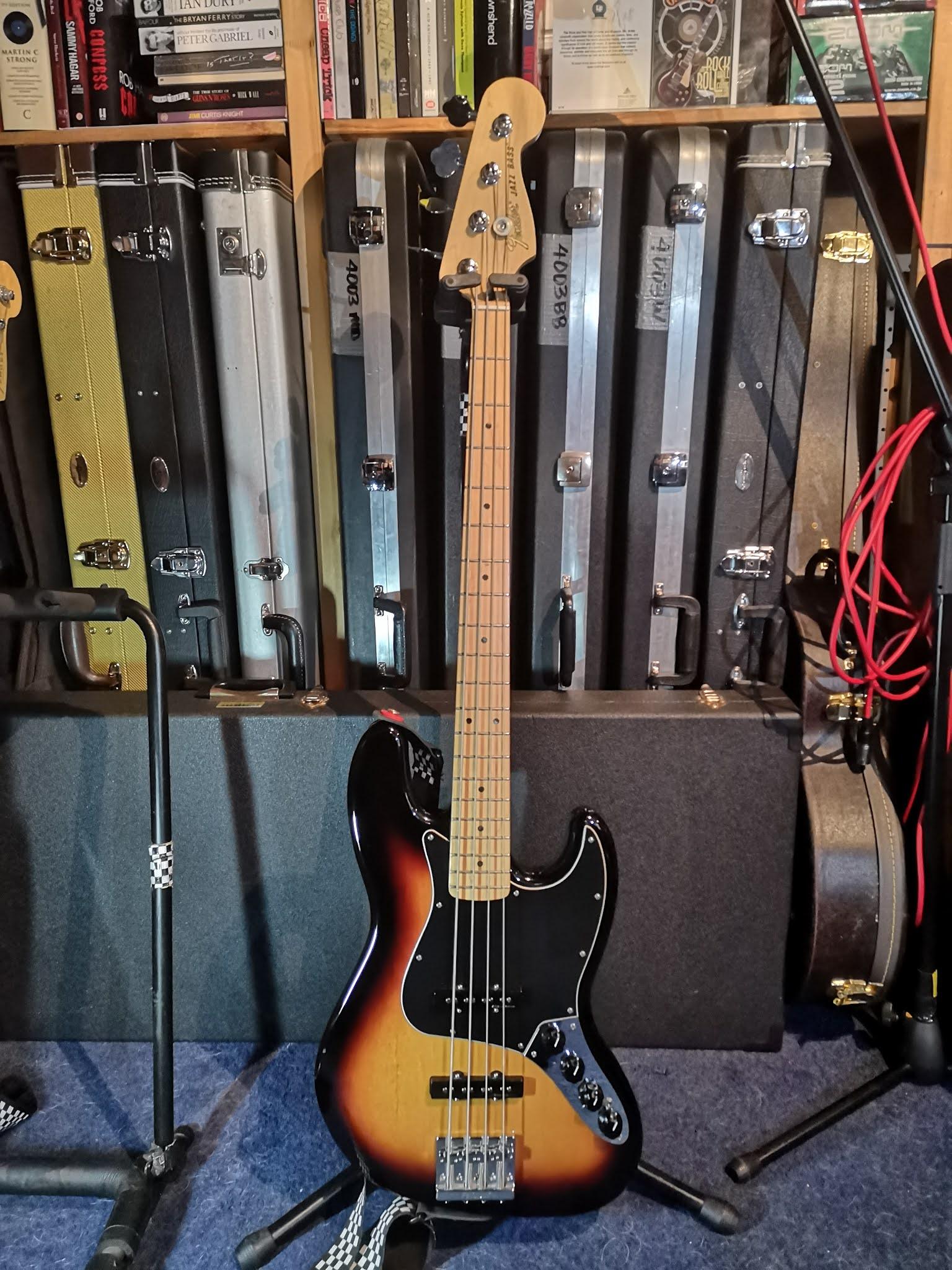 Fender+Deluxe+Jazz+Bass+in+studio.jpg