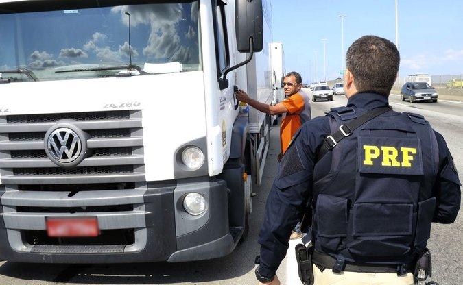 Greve dos caminhoneiros: Quem descumpriu ordem judicial para liberar estradas deve pagar multa, diz PGR