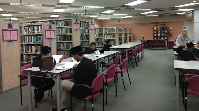 Gerakan Literasi Membiasakan Membaca di Perpustakaan