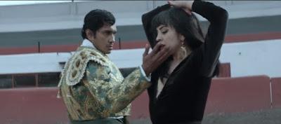 """""""Se me va a quemar el Corazón"""" de Mon Laferte ya tiene videoclip"""