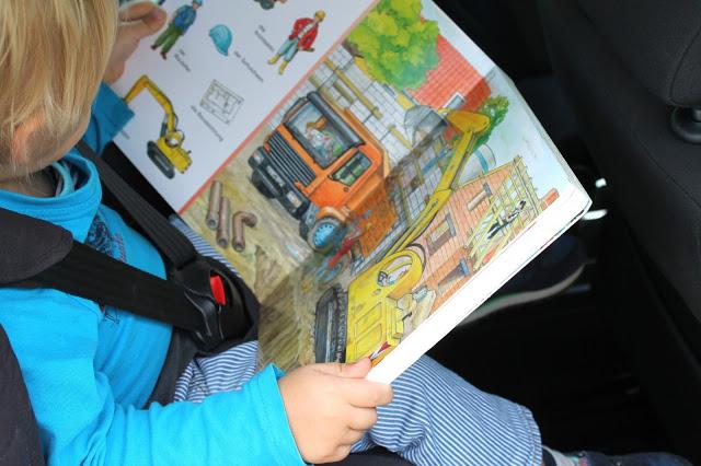 Tipps fuer lange Autofahrten mit Kind Autobuecherkiste Jules kleines Freudenhaus