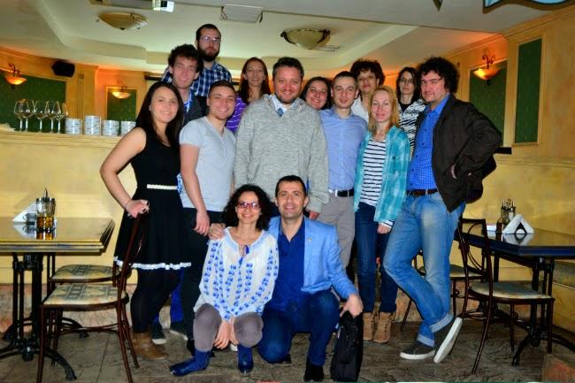 fotografie de grup cu bucurIE
