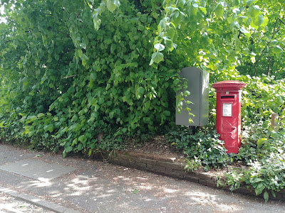 GR pillar box at the junction of Frampton Road and the A1000, Little Heath Image from the North Mymms History Project released under Creative Commons