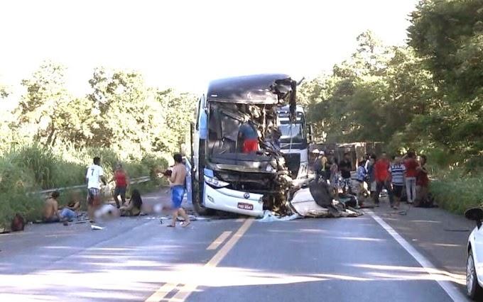 Colisão entre ônibus da Guanabara e carreta deixa oito mortos na BR 020