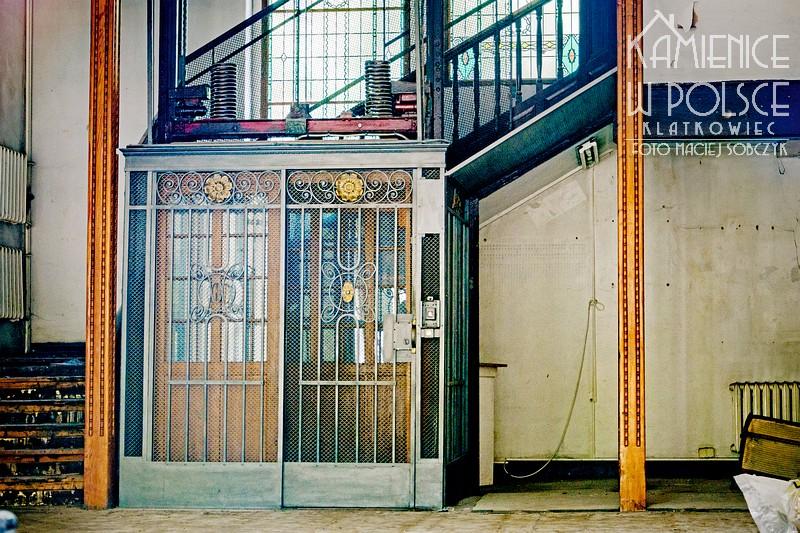 Słupsk. Przedwojenna winda. Carl Flohr. Wnętrze.