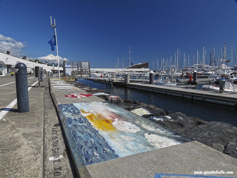 Mensagens deixadas pelos Navegadores  na Marina- Ponta Delgada - São Miguel - Açores