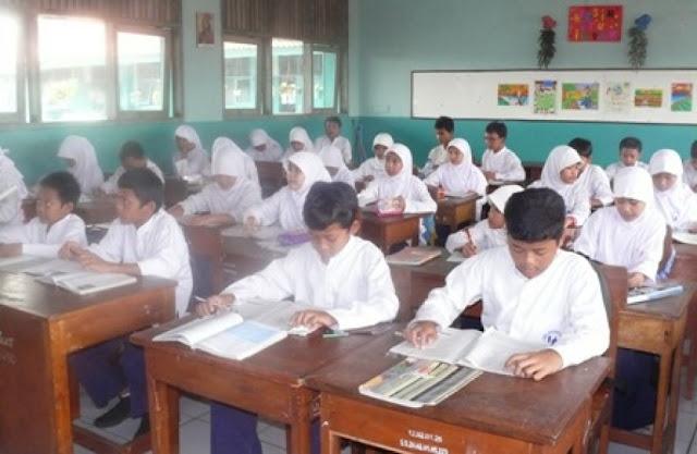 Mengajarkan Pendidikan Agama di Sekolah, Berdosakah?