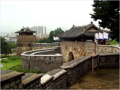 ป้อมฮวาซอง (Hwaseong Fortress)