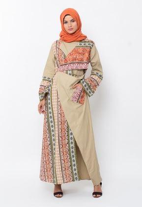 Gamis motif batik kombinasi polos untuk sehari-hari