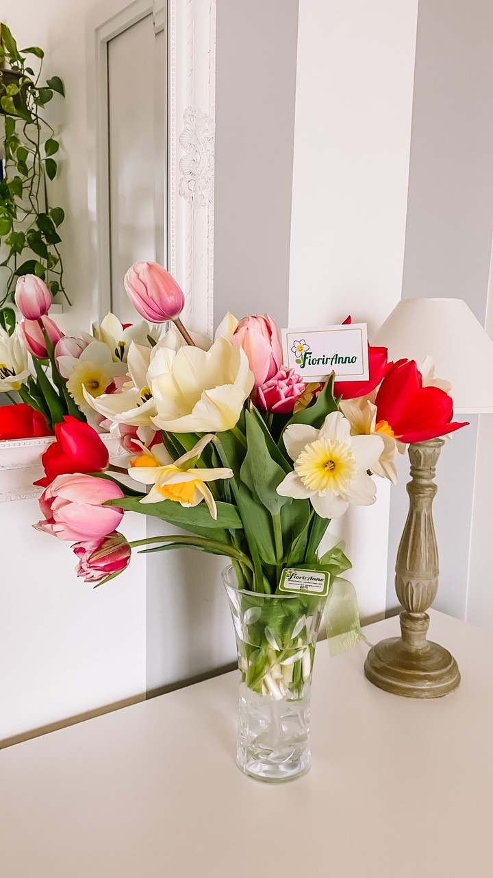 mazzo di tulipani dal campo di Fioriranno