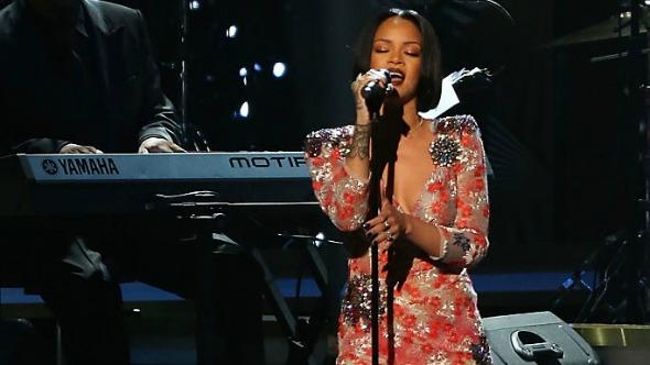 Rihanna podría haber cancelado su actuación en los Grammy por otra razón.