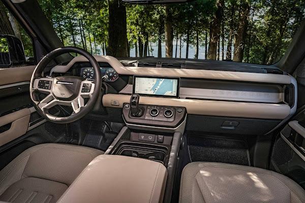 Land Rover Defender eleito supremo vencedor do Carro Mundial Feminino 2021