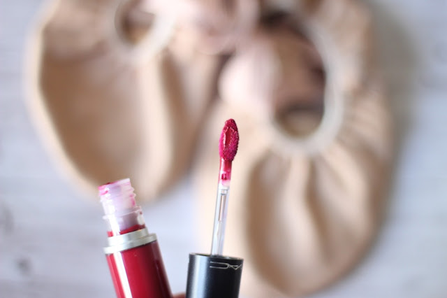 photo-mac-make-up-retro-matte-liquid-lip-colour-dance-with-me-red