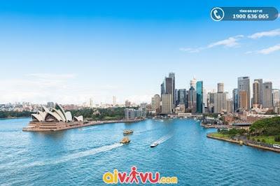 Bầu trời thu trong xanh tại cầu cảng Sydney