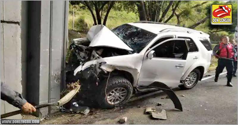 Hijito del Sub-Director de la PNB chocó la pobre y miserable camioneta de su padre