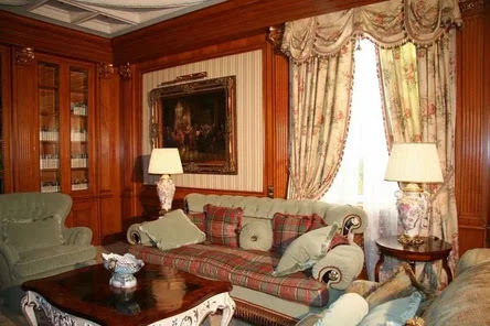 interior english style, Geometric and floral prints in the interior of the room