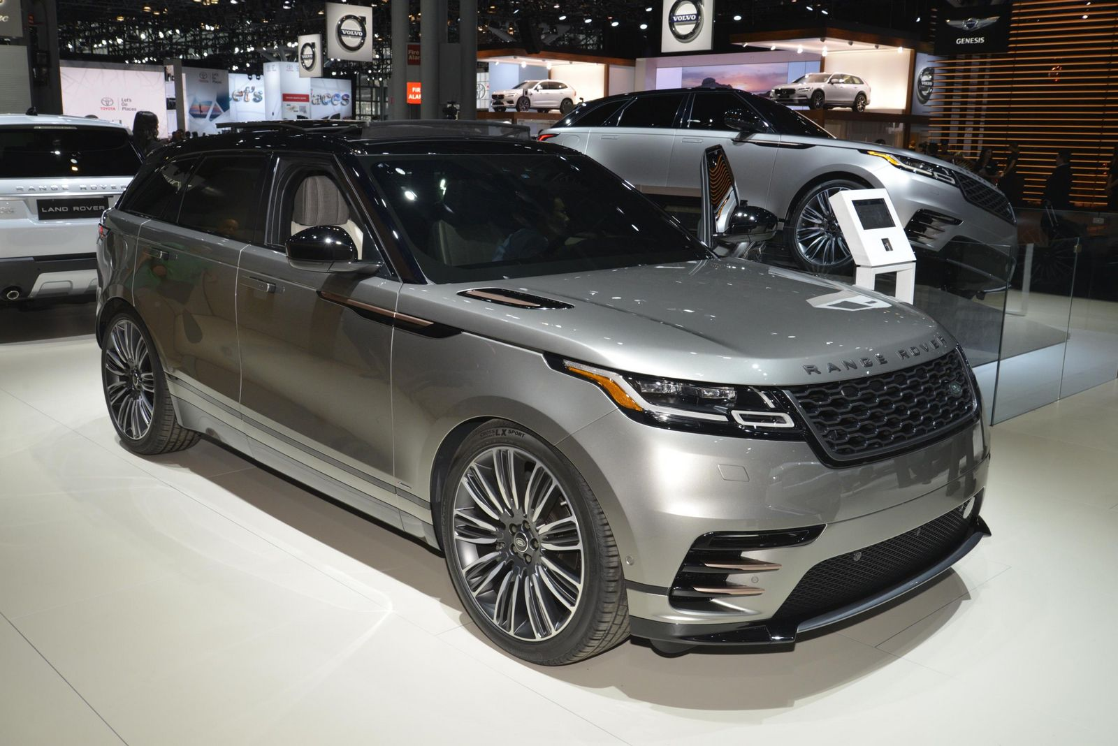 new range rover velar brings its tech fest to new york. Black Bedroom Furniture Sets. Home Design Ideas