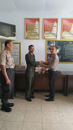 HUT TNI 74 Puluhan Personel Polsek Limpung Berikan Surprise Dengan Mendatangi Koramil Limpung