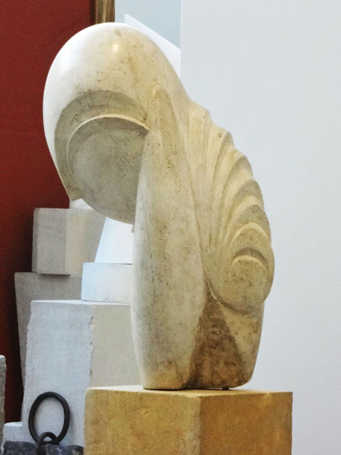 the life of sculptor constantin brancusi Romanian artist constantin brâncuși made his name in paris at the start  he revisited the kiss repeatedly throughout his life, reproducing it in.
