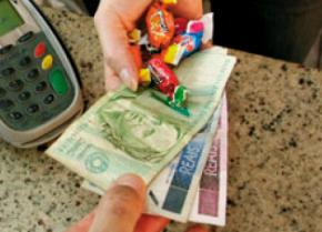 Crise afeta produção de dinheiro e falta troco em todo o país