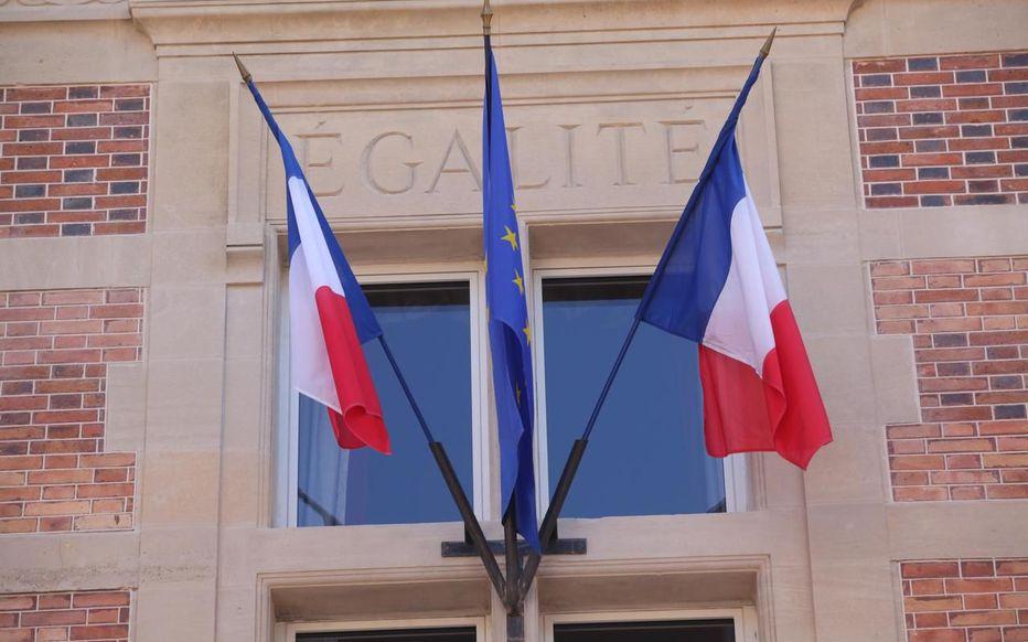 Menacé de décapitation, le maire de Bron, près de Lyon, porte plainte