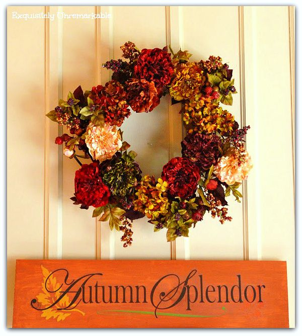Love this decorating cheat! A super easy way to make this Autumn Splendor Sticker Sign