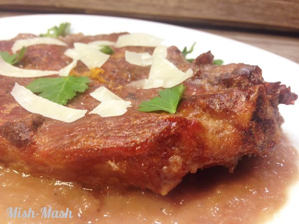 Свински вратни пържоли с лучен сос