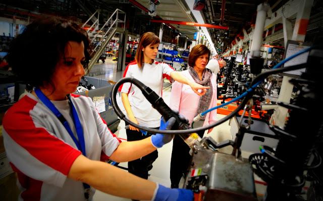 El Ministerio de Producción creó el Centro de Desarrollo Económico de la Mujer