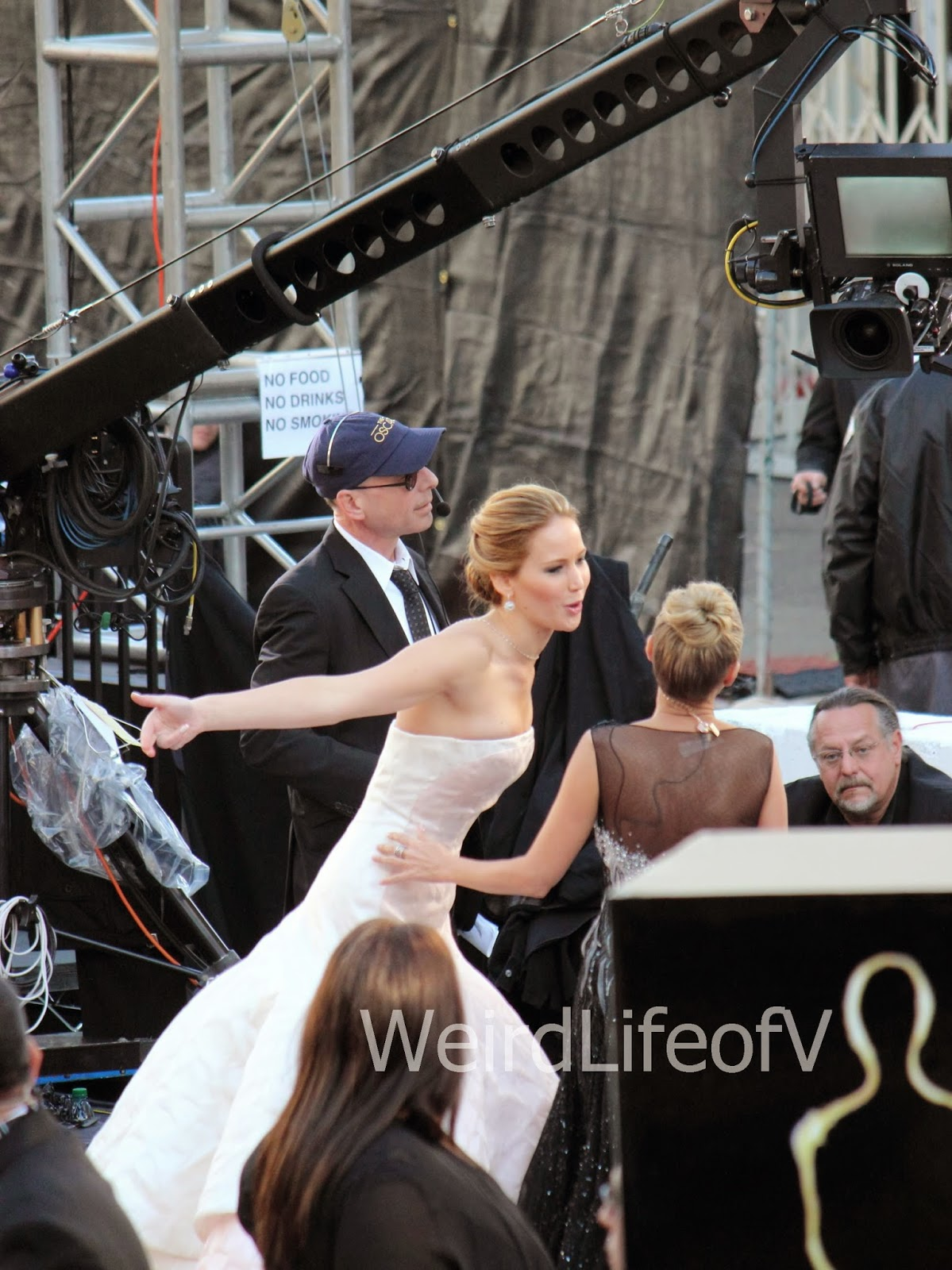 Jennifer Lawrence being interviewed by Kristin Chenowith on the 2013 Oscars red carpet